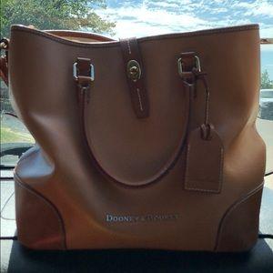Dooney & Bourke Bags - Dooney and Bourke bucket light brown purse